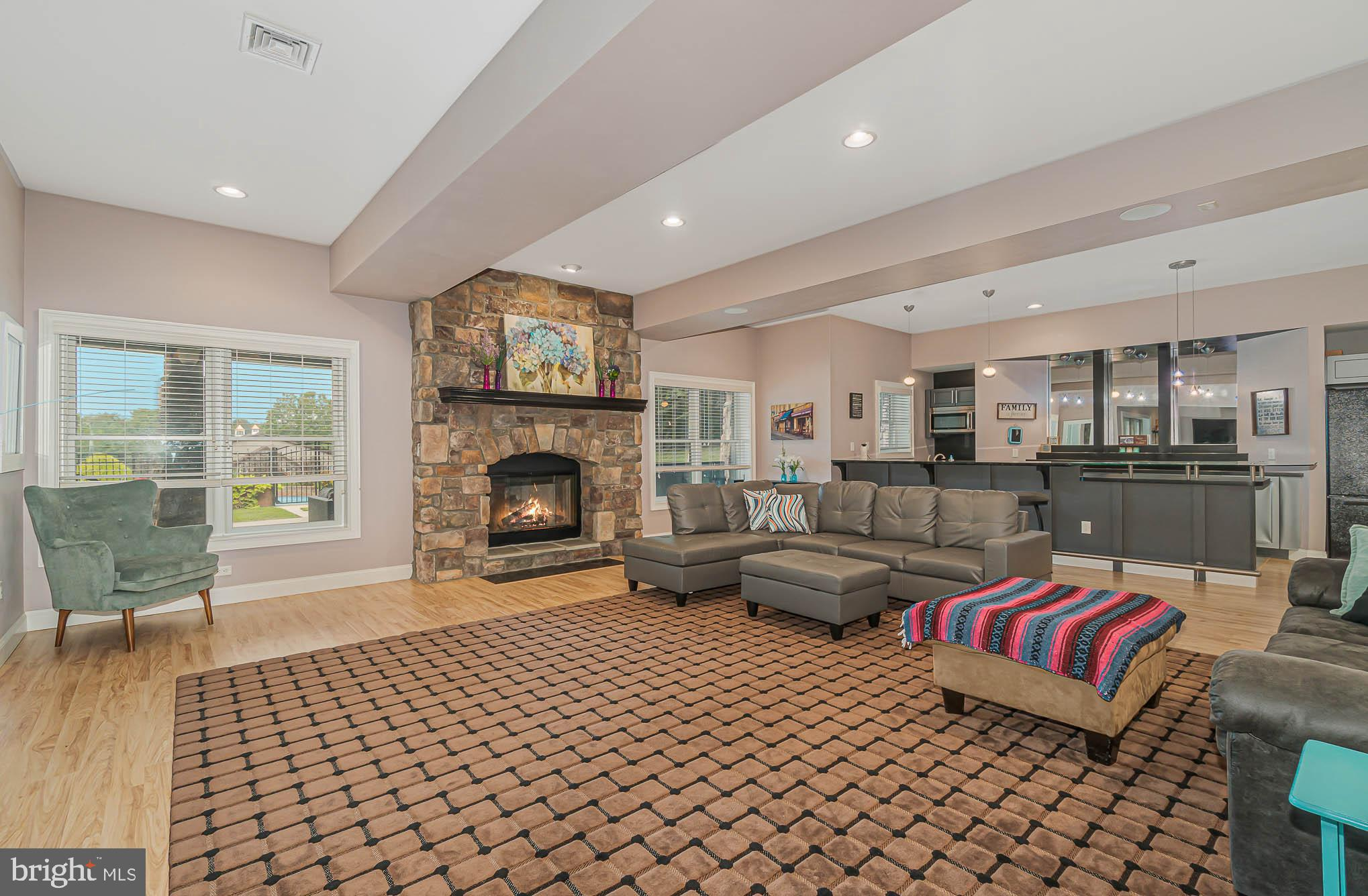 Large family rm w/ gas fireplace & surround sound
