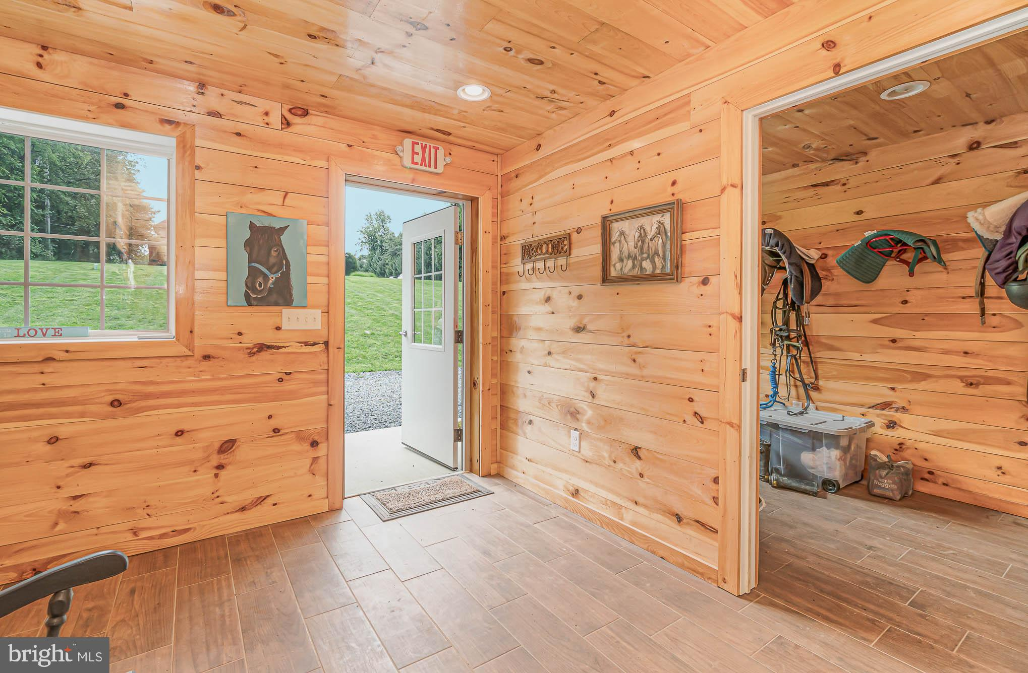 Climate controlled 2nd tack room or office