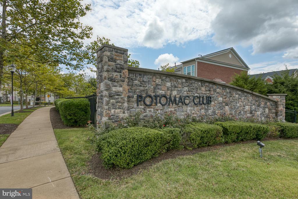 Potomac Club amenities are amazing! - 2285 MERSEYSIDE DR, WOODBRIDGE
