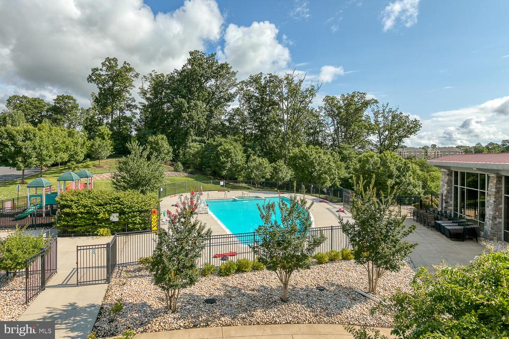 View from the balcony of the Community Cernter - 2285 MERSEYSIDE DR, WOODBRIDGE
