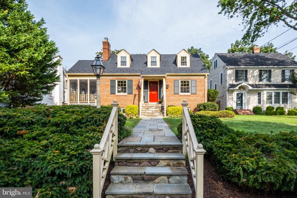 To this 4 bed/4 Bath Cape Cod in Belle Haven - 6112 WOODMONT RD, ALEXANDRIA