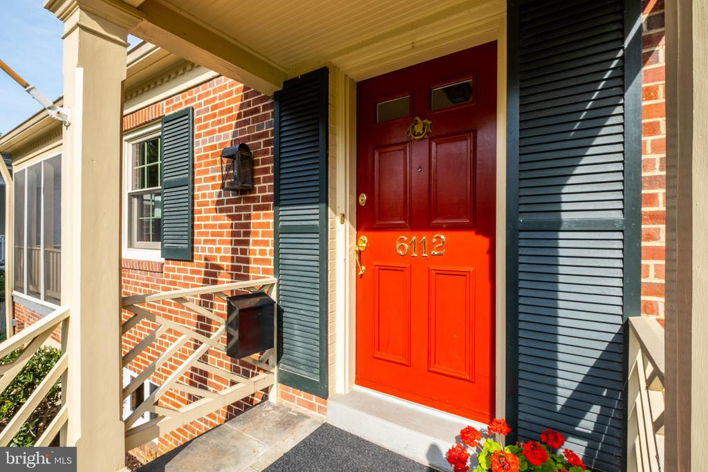This residence offers the perfect flow - 6112 WOODMONT RD, ALEXANDRIA
