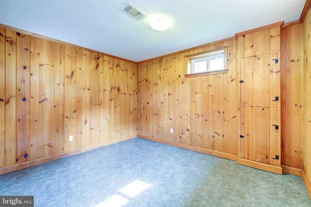 LL has a bonus room - 6112 WOODMONT RD, ALEXANDRIA