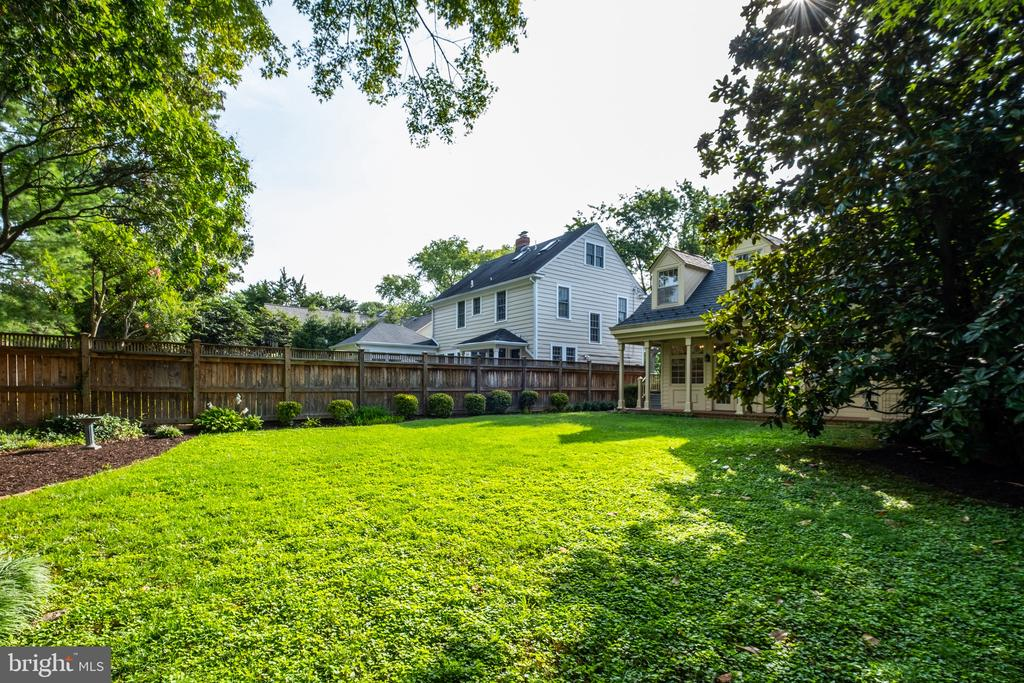 Located in the coveted Belle Haven neighborhood - 6112 WOODMONT RD, ALEXANDRIA