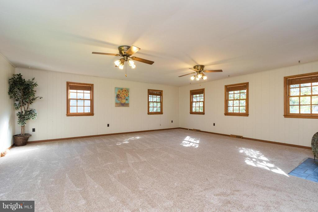 Windows on three sides & new carpet (8/21) - 3208 SHOREVIEW RD, TRIANGLE