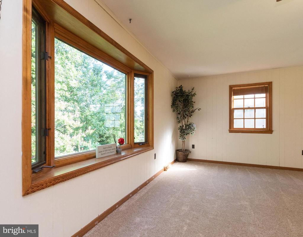 Beautiful bay window - 3208 SHOREVIEW RD, TRIANGLE