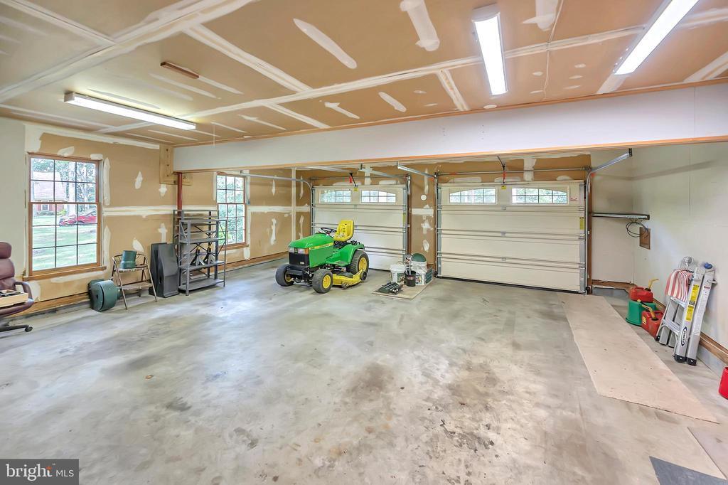 2 Car Garage - 9704 PAMELA CT, SPOTSYLVANIA
