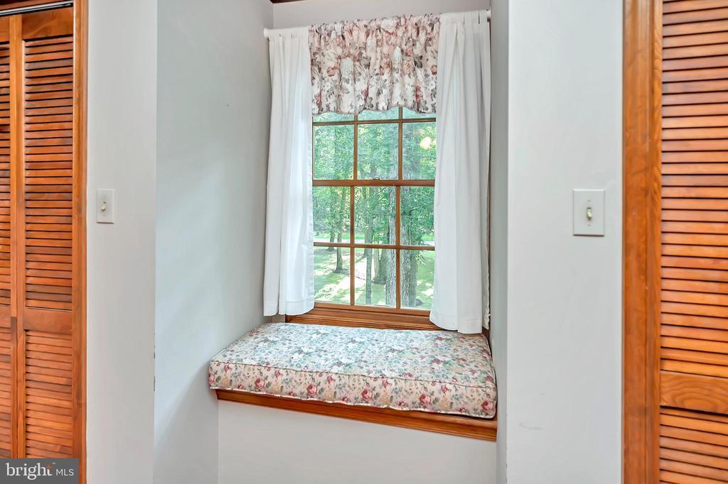 Window Seat - 9704 PAMELA CT, SPOTSYLVANIA