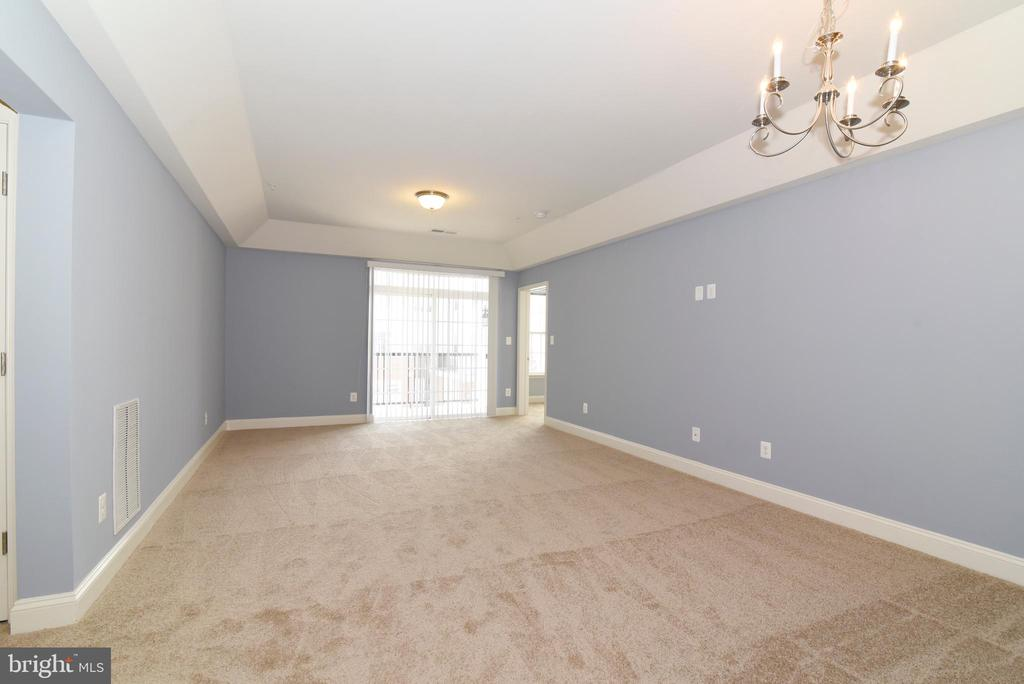 Living room with dining area - 9200 CHARLESTON DR #201, MANASSAS