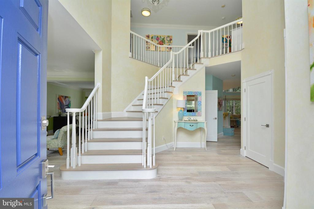 TWO STORY ENTRANCE  FOYER - 10203 BRITTENFORD DR, VIENNA