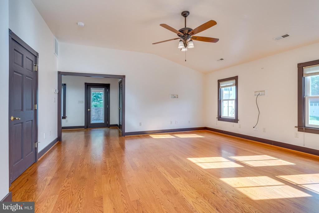 Living room - 331 HIGH ST, SHEPHERDSTOWN