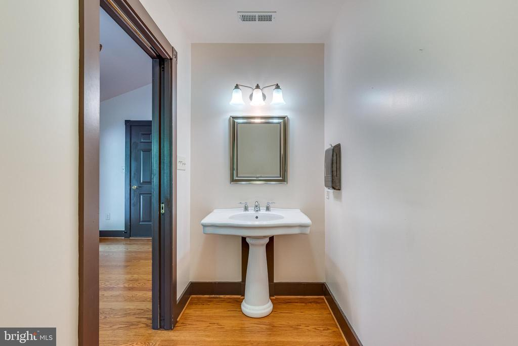 Main level half bath/Handicap accessible - 331 HIGH ST, SHEPHERDSTOWN