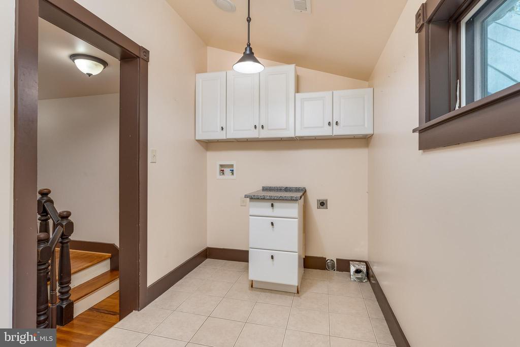 2nd-floor laundry/full bath - 331 HIGH ST, SHEPHERDSTOWN