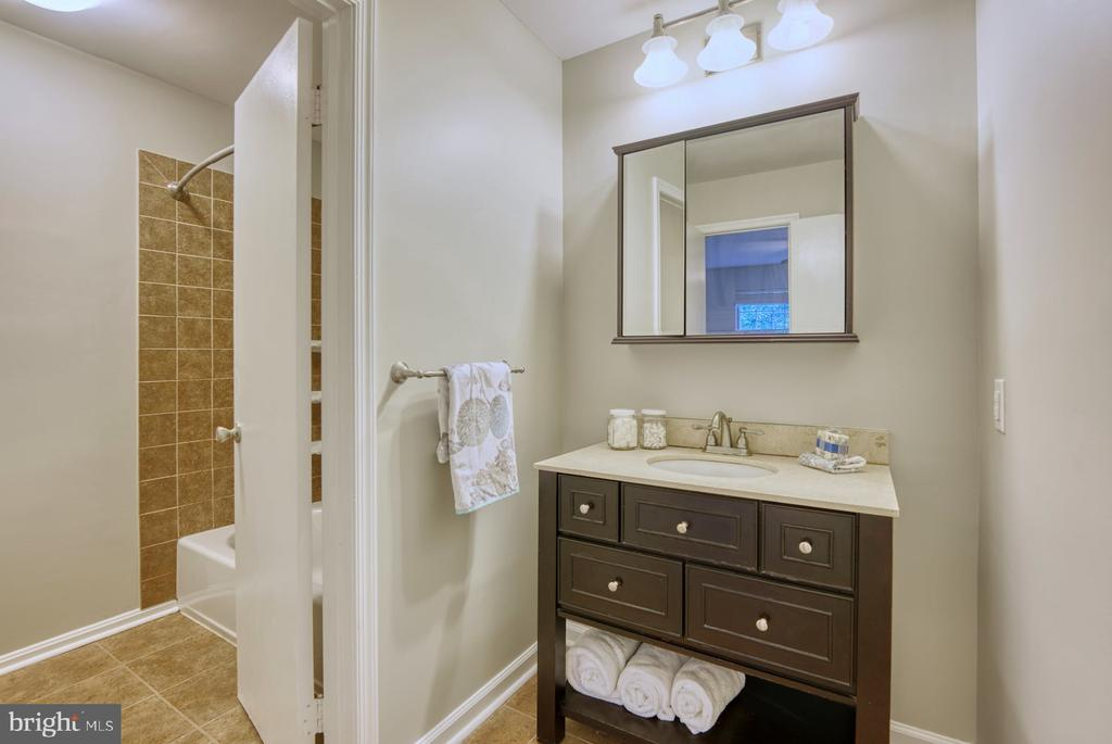 updated bath - 4120 PLACID LAKE CT #66E, CHANTILLY