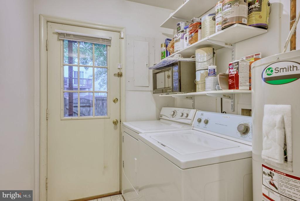 laundry and back yard access - 4120 PLACID LAKE CT #66E, CHANTILLY