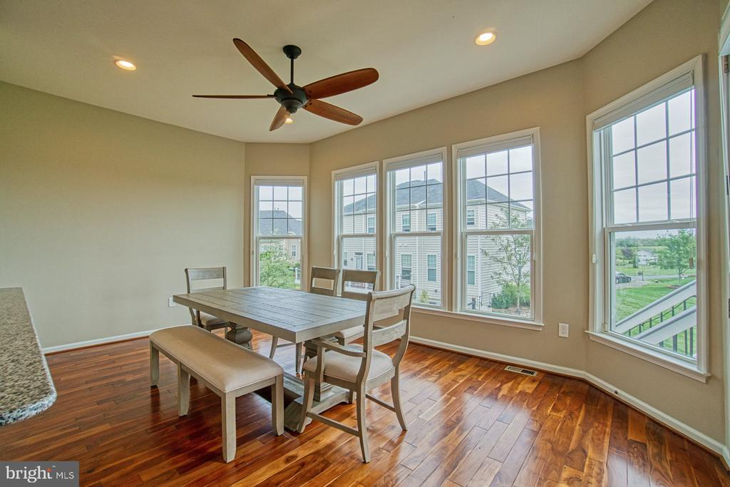 Dining area in kitchen - 16604 FOX CHASE CT, LEESBURG