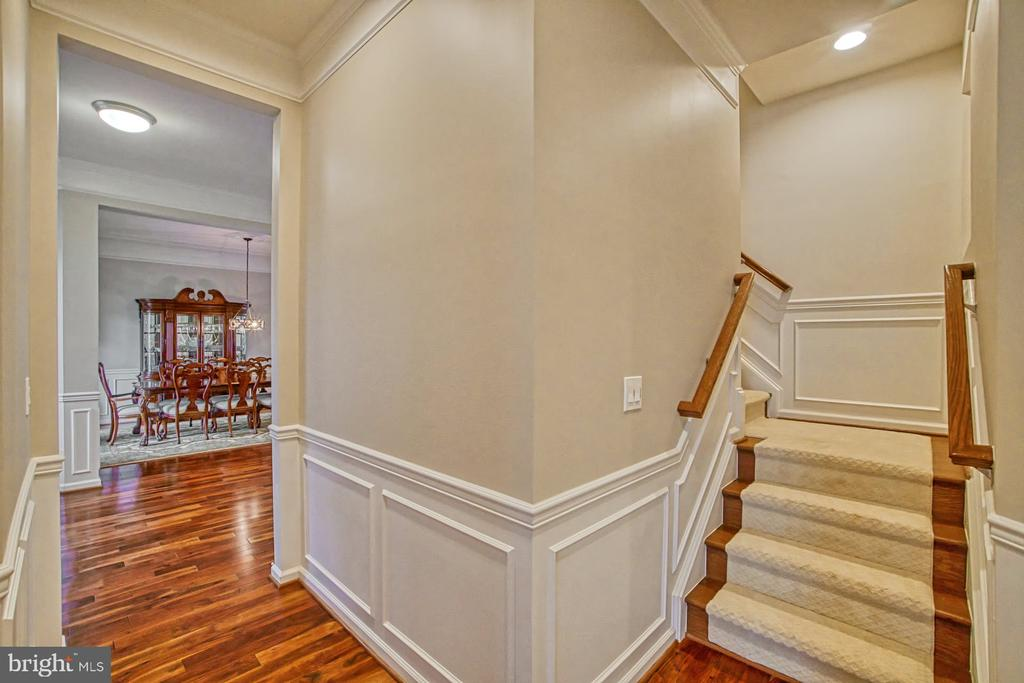 Staircase leading to loft area - 16604 FOX CHASE CT, LEESBURG