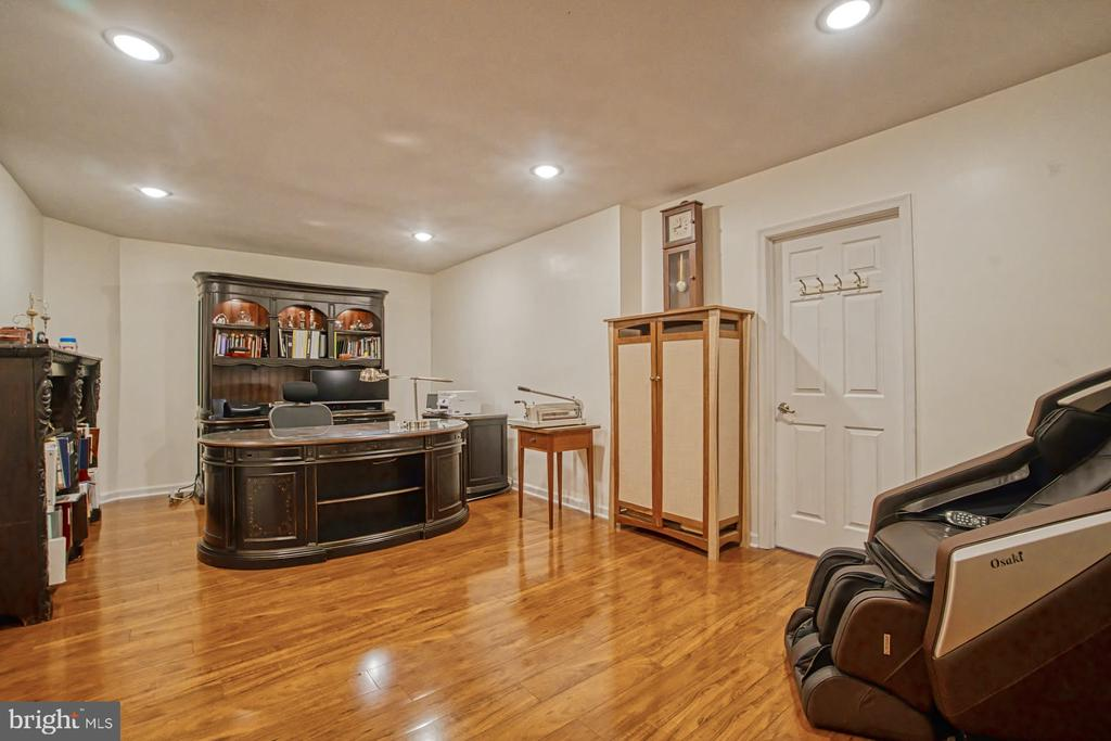 Office in basment - 16604 FOX CHASE CT, LEESBURG