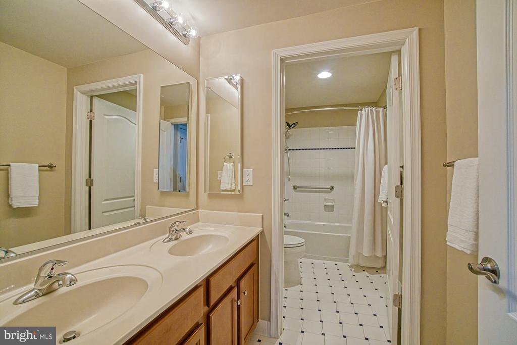 Full bathroom in basement - 16604 FOX CHASE CT, LEESBURG