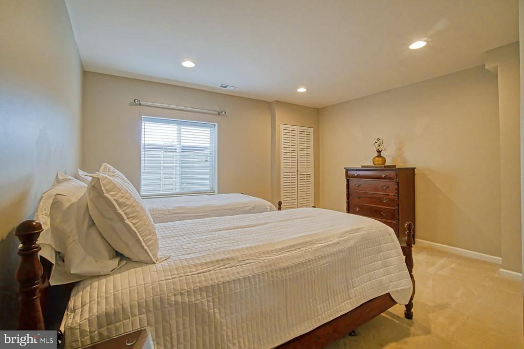 Bedroom #5 - located in basement - 16604 FOX CHASE CT, LEESBURG