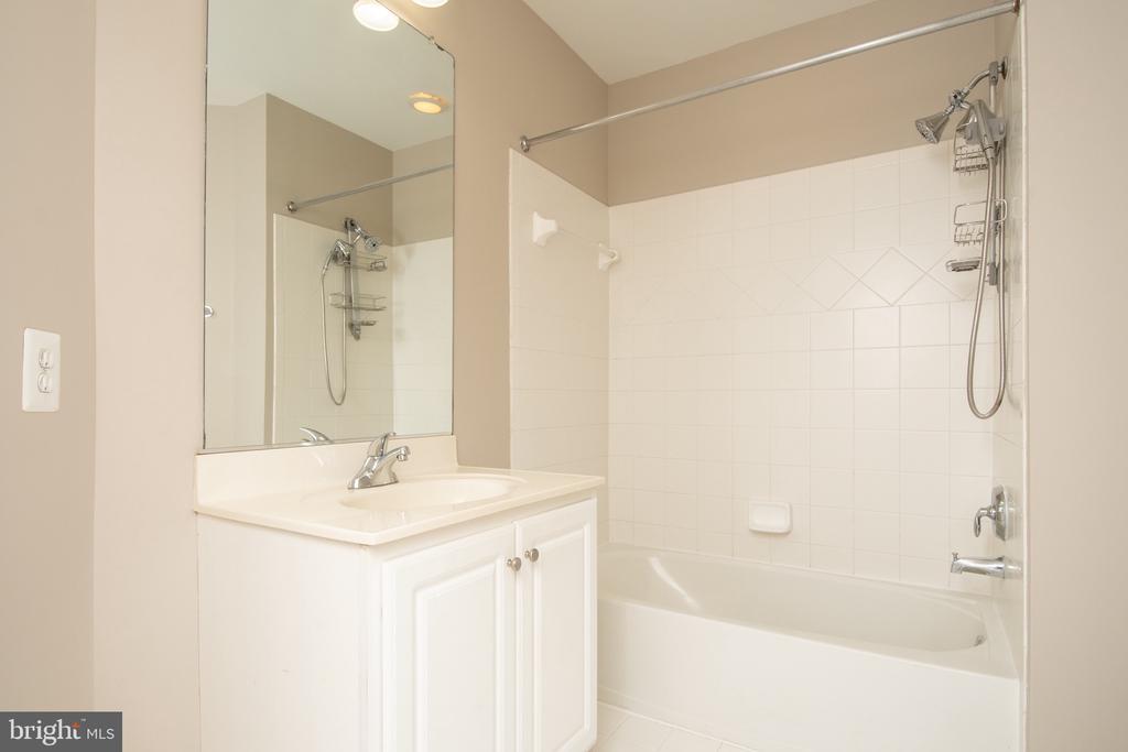 In suite bath - 18621 KERILL RD, TRIANGLE