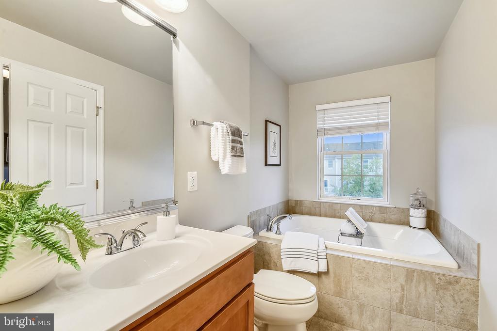 Primary bathroom with separate shower and tub - 25146 DRILLFIELD, CHANTILLY