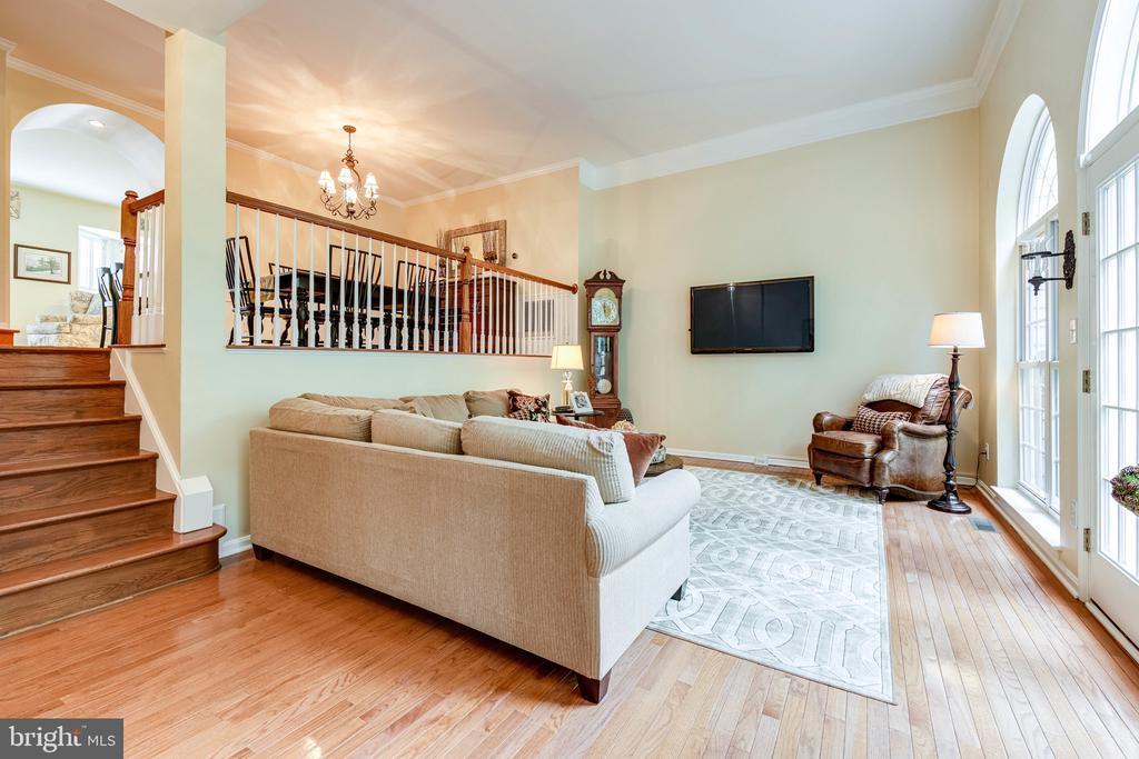 The living room on the main level is impressive - 3162 GROVEHURST PL, ALEXANDRIA