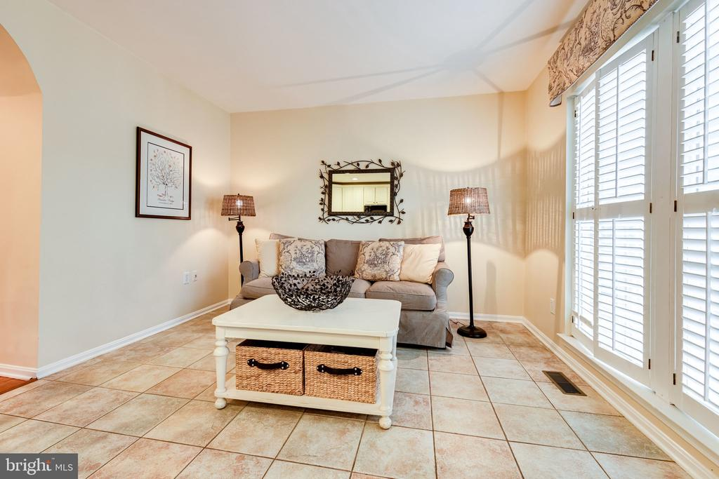 You'll enjoy entertaining with all of this space! - 3162 GROVEHURST PL, ALEXANDRIA
