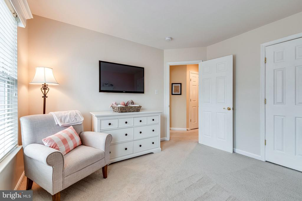 Plenty of room and  a generously sized closet - 3162 GROVEHURST PL, ALEXANDRIA