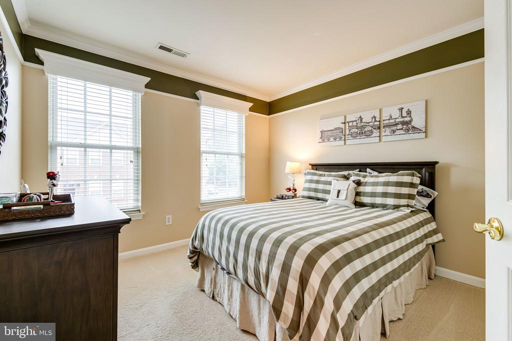 Third bedroom is also light and bright - 3162 GROVEHURST PL, ALEXANDRIA