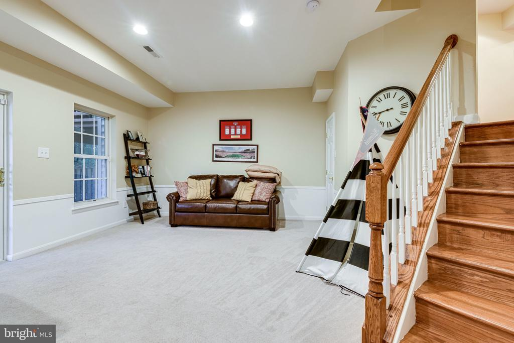 Perfect for an office, gym or hang out space - 3162 GROVEHURST PL, ALEXANDRIA