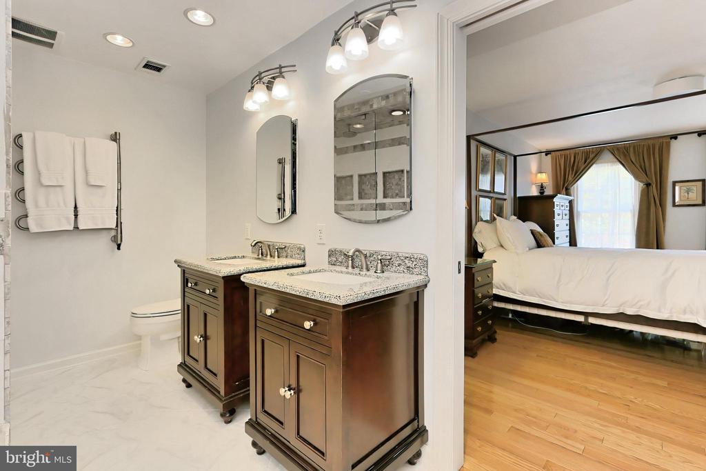 Find separate vanities & towel warming rack - 9637 LINCOLNWOOD DR, BURKE