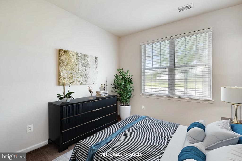 Bedroom 3 is en suite - Virtually staged - 25146 DRILLFIELD, CHANTILLY