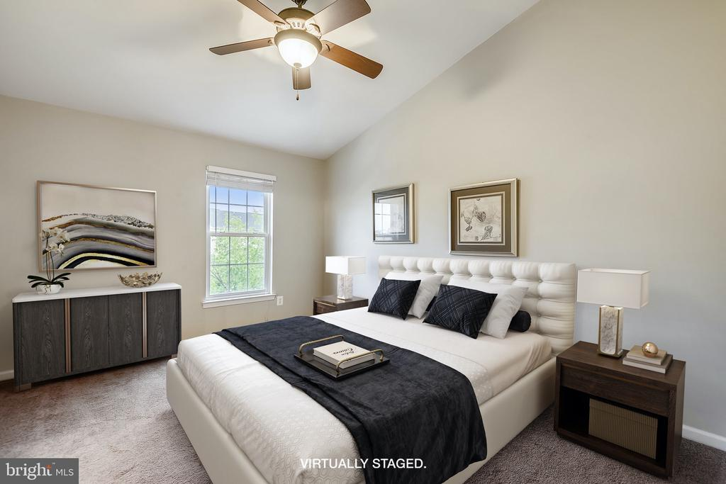 Primary Bedroom w/vaulted ceilings - Virtual stage - 25146 DRILLFIELD, CHANTILLY
