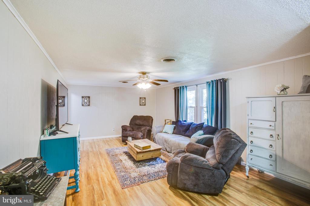 Large living room - 12400 TOLL HOUSE RD, SPOTSYLVANIA
