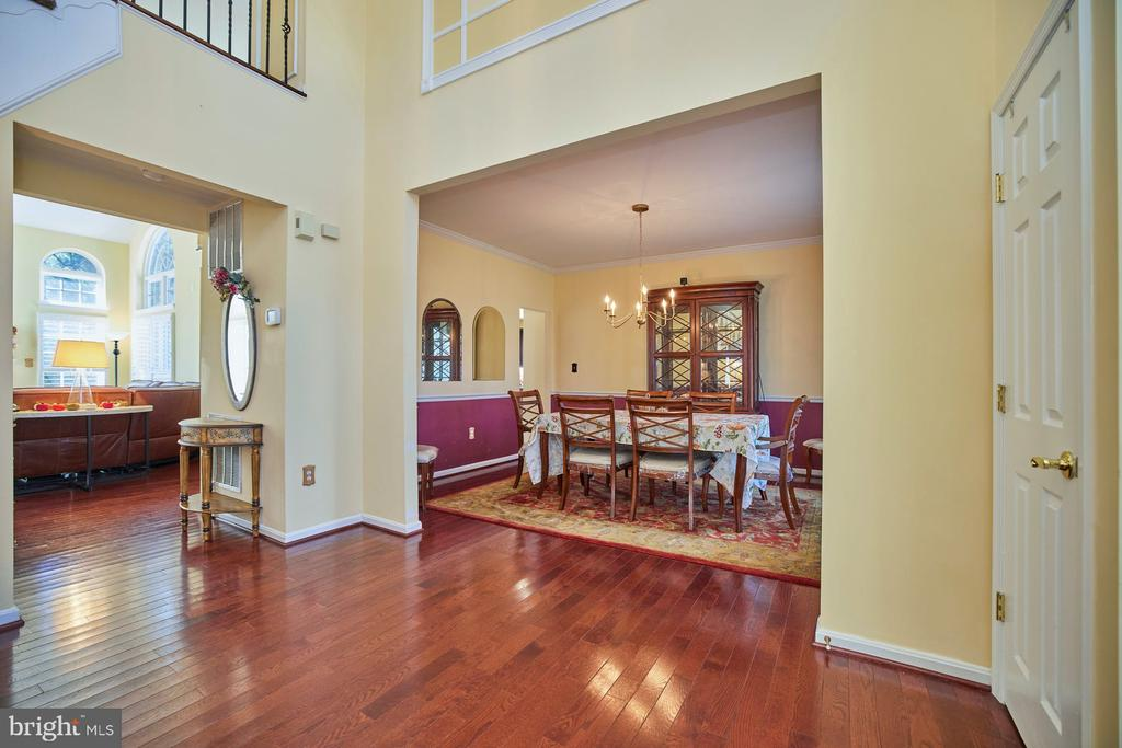 Two Story Foyer with Hardwood - 9032 PADDINGTON CT, BRISTOW