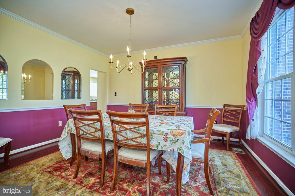 Dining Room with Chair Rail and Crown Molding - 9032 PADDINGTON CT, BRISTOW