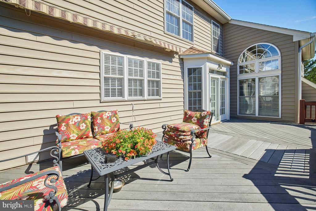 Rear Deck with Awnings - 9032 PADDINGTON CT, BRISTOW