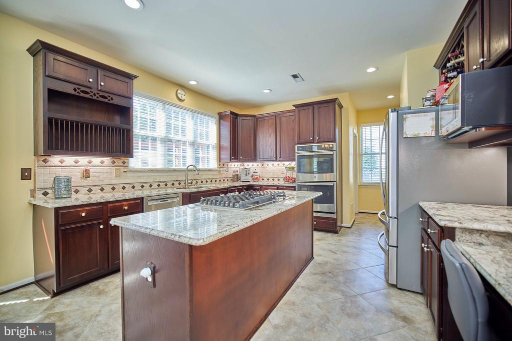 Gourmet Kitchen - 9032 PADDINGTON CT, BRISTOW