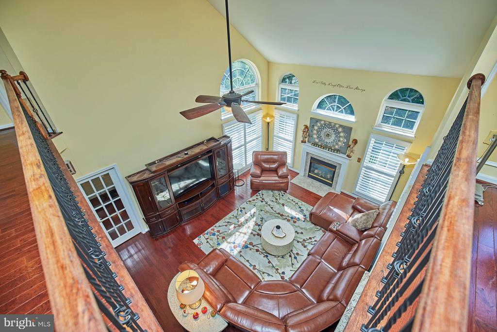 Upper Level View to Family Room - 9032 PADDINGTON CT, BRISTOW