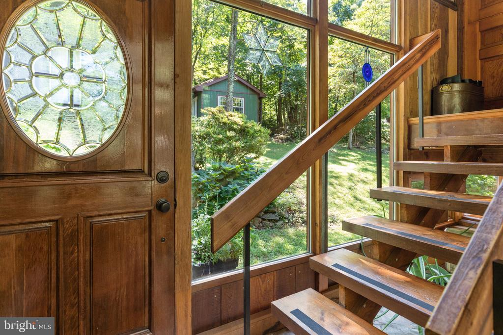 GREET YOUR GUESTS HERE - 19079 BLUERIDGE MOUNTAIN RD, BLUEMONT