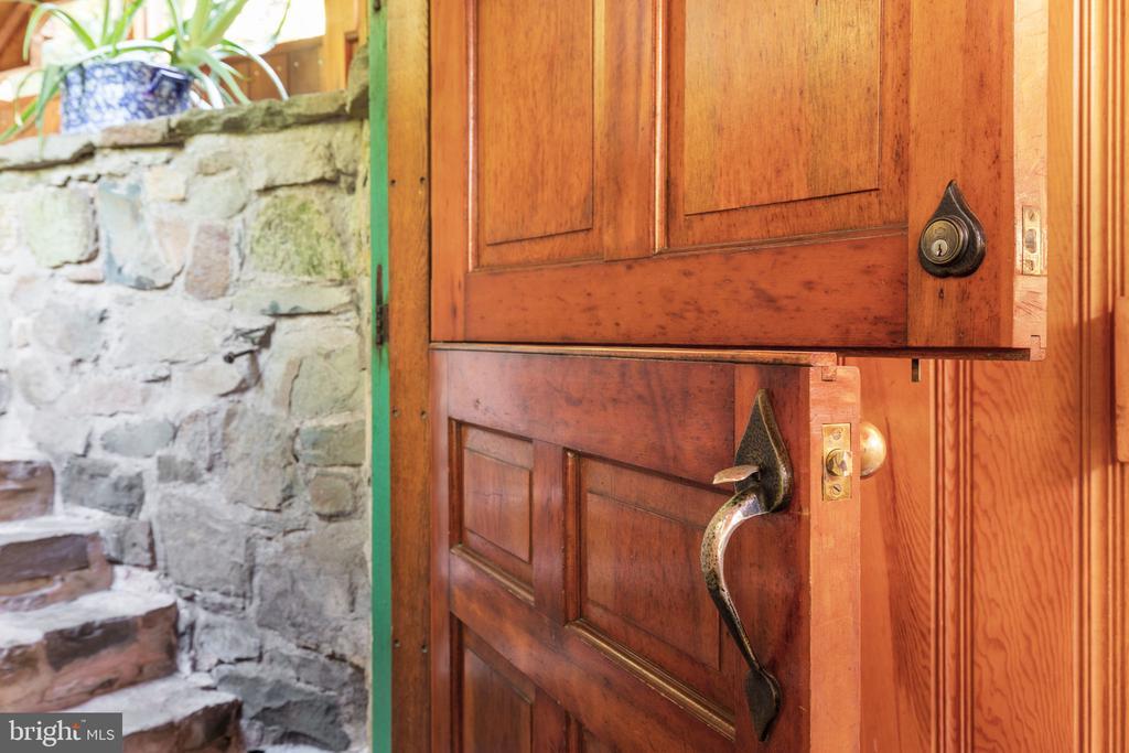CUSTOM MILLED DUTCH DOORS - 19079 BLUERIDGE MOUNTAIN RD, BLUEMONT