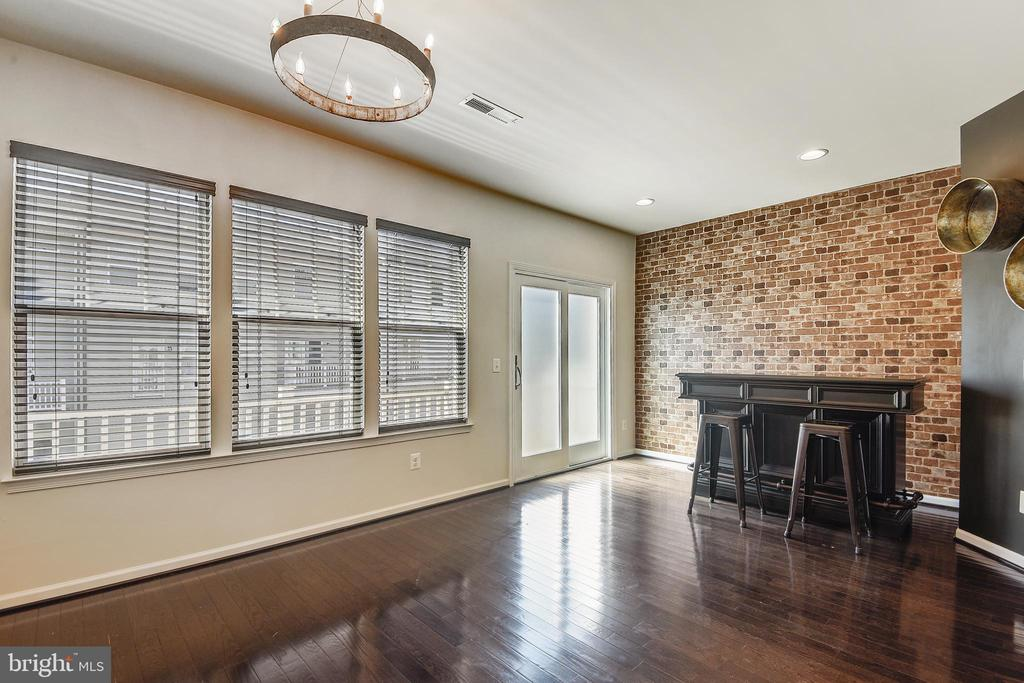 Eat in Kitchen and Bar - 44021 EASTGATE VIEW DR, CHANTILLY