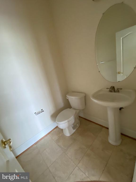 Powder Room - 43513 STARGELL TER, LEESBURG
