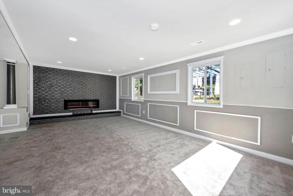 When Only The Best Will Do - Lots Of Light - 6121 QUINN RD, FREDERICK