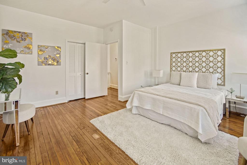 Plenty of room for additional furniture.... - 321 F ST NE, WASHINGTON