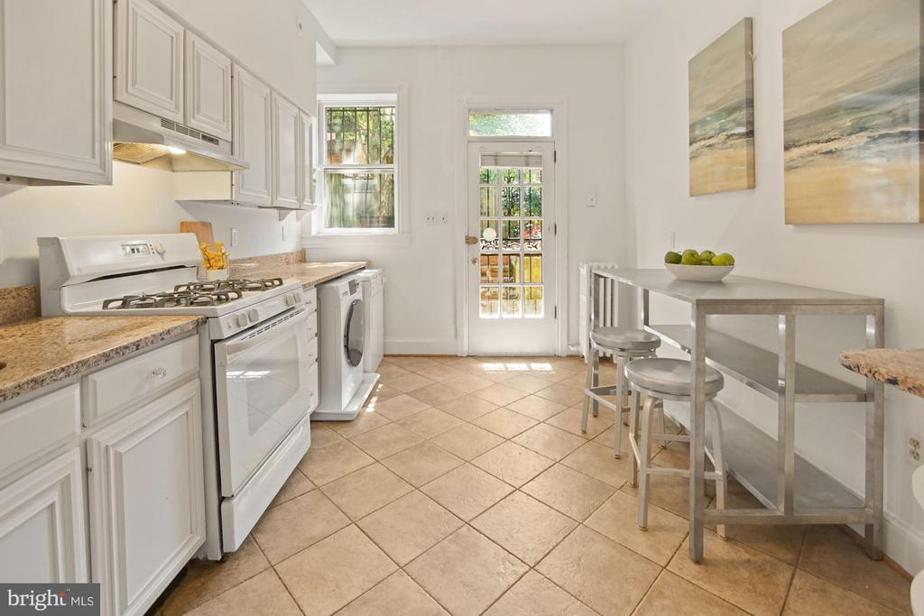 South facing 10' wide galley style kitchen - 321 F ST NE, WASHINGTON