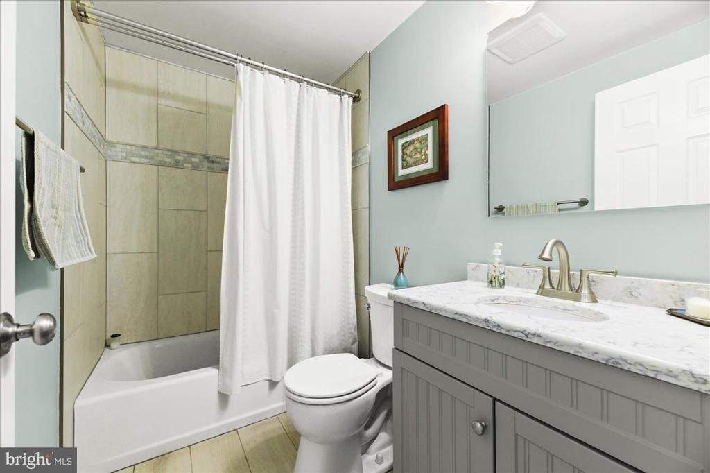 Main Lvl Hall Bath, Beautifully Updated - 37872 CHARLES TOWN PIKE, HILLSBORO