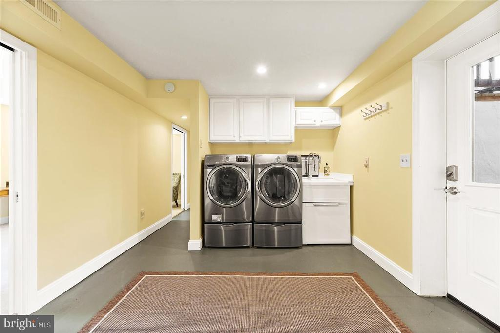 Laundry Area w/Sink - 37872 CHARLES TOWN PIKE, HILLSBORO