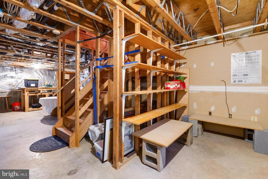 Additional storage shelving - 15008 BRIDGEPORT DR, DUMFRIES